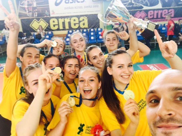 2015-2016 metų Lietuvos mokyklų sporto žaidynių merginų tinklinio čempionės